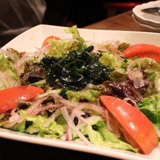 肉寿司のチョレギサラダ(大宮肉寿司)