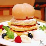 丸ごと桃コンポートのパンケーキ