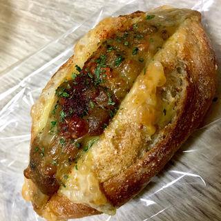 牛挽肉と野菜カレーのゴーダチーズサンド(ルヴァン パストリー (LEVAIN-PASTRY))
