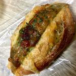 牛挽肉と野菜カレーのゴーダチーズサンド