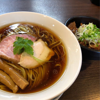醤油らぁ麺 炙り肉飯セット(らぁ麺 紫陽花 (ラアメン アジサイ))