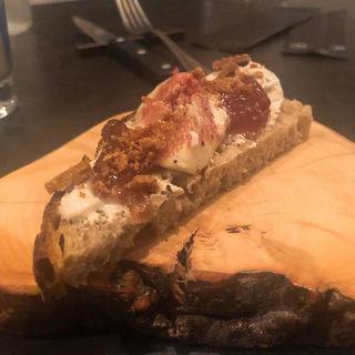 タルティーヌ クリームチーズとイチジクのコンフィ(ペタンク)