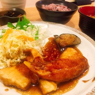 白身魚(マンダイ)のバター醤油ソテー定食(手しおごはん 玄 曙橋店)