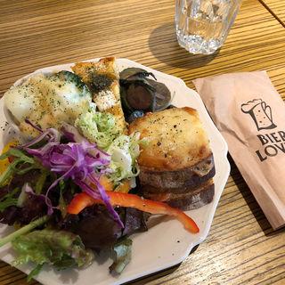 本日の2種のデリ・サラダ・サンドイッチ(BIER LOVEN)