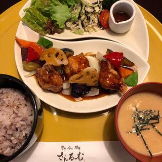 塩麹唐揚げと彩り野菜の黒酢あんかけ定食