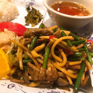 牛肉とニンニクの芽炒め(中華楼 本店 (チュウカロウ))