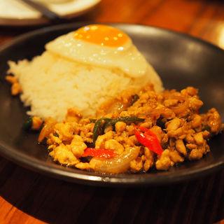 鶏肉のガパオ炒めご飯(モンスーンカフェGゾーン銀座店)