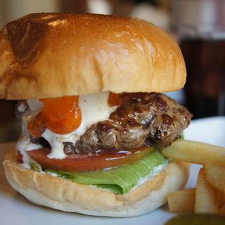 スィートチリバーガーにサワークリームトッピング(シェイクツリー バーガー&バー (shake tree burger&bar))