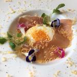 半熟卵と生ハムの冷製カルボナーラ フェデリーニ