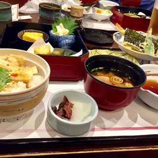 ミニ湯葉丼定食