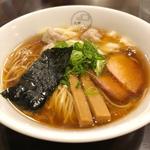 特製ワンタン麺 黒だしハーフ