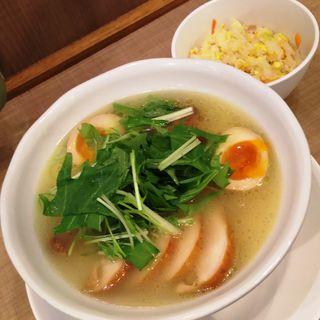 ラーメンセット(鶏白湯チャーシューメン(塩)とミニチャーハン)(小星星麺)