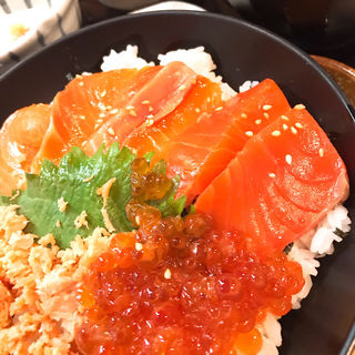 鮭丼(魚然 銀座店 )
