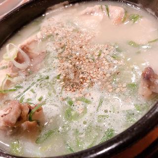 参鶏湯(トトリ 本店)