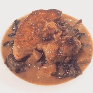 フォアグラのソテー 数種のキノコのフリカッセ(ハシモト (HASHIMOTO))