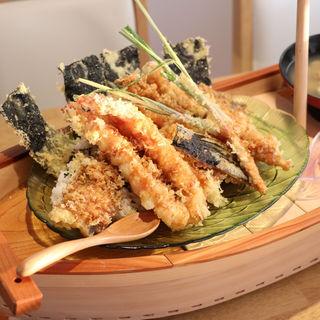 ごつ盛り丼(海鮮レストラン舫い船)