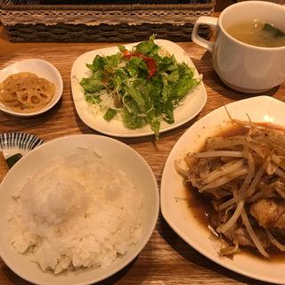 チキンソテー定食(ログキッチン )