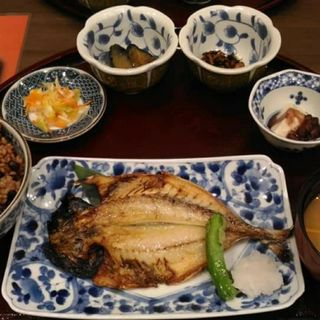 長崎産あじの一夜干し古式醤油と大根おろしで(奥出雲玄米食堂井上)