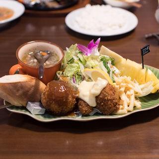 野菜たっぷりプレート+クリームコロッケ、カキフライ(洋食のオーニシ)