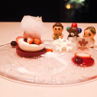 Dolce「 初雪 」より 苺のスフレグラッセ ホワイトチョコの初雪見立て(スミレオオサカ (sumile OSAKA))