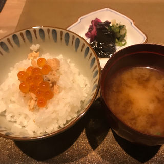 鮭とイクラご飯(割烹 さいお)