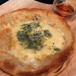 ハニー&ゴルゴンゾーラのパイ生地サクサクピザ