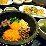 石焼ビビンバとチヂミのセット(韓国旬彩料理 妻家房 JR博多シティ店)
