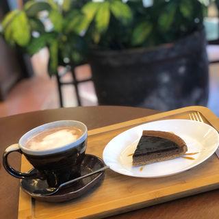 ケーキセット(Cafe ほんぐう (カフェホングウ))