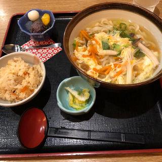 季節の卵とじうどん(茶房ひまわり イズミヤ洛北店 )