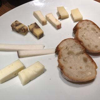 チーズ盛り合わせ(中野アッカ)