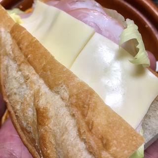北海道小麦のバケットサンド(ハム&チーズ)(ローソン 札幌南5条市電通店)