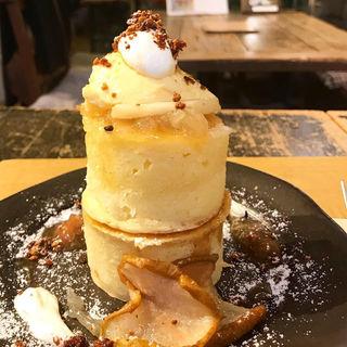 ラフランスとカスタードプディングのパンケーキ(ヴェールデグリ)
