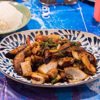鶏のバジル炒め(パッキーマオガイ)(姫路のタイ屋台 玲)