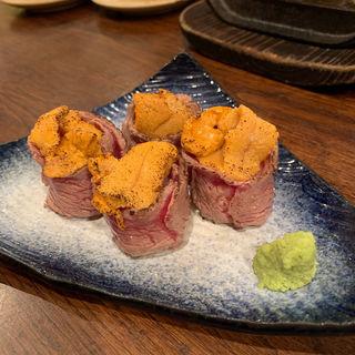宮崎ご当地グルメとして人気の高い肉巻きおにぎり。(黒木屋 銀座一丁目 )
