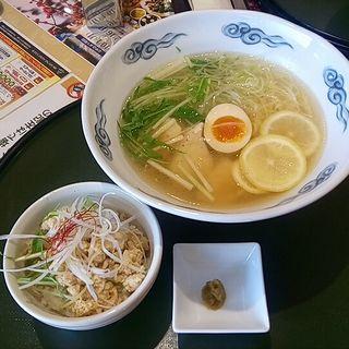 森林鶏の塩レモン中華そば(岩舟ゴルフ倶楽部レストラン )