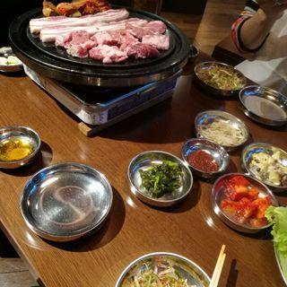オンドル生豚ハラミセット(とんちゃん 池袋南店)