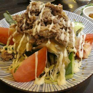 牛シャブサラダ(大衆酒場 肉処 マルカツ )