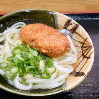 コロッケうどん(かけ+コロッケ)(うわさの麺蔵 )