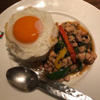 カーオ ガイ パット バイ ガパオ(バンコクキッチン 新宿店 (Bangkok Kitchen))