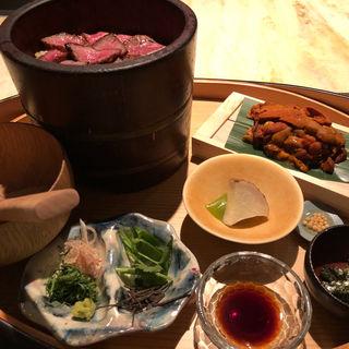 海栗と牛肉の櫃まぶし(ゑぽっく)