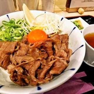 極上の肉うどん(東京讃岐うどん 花は咲く 新宿御苑前店)