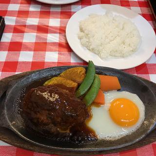 鉄板焼きハンバーグ(デミグラスソース)