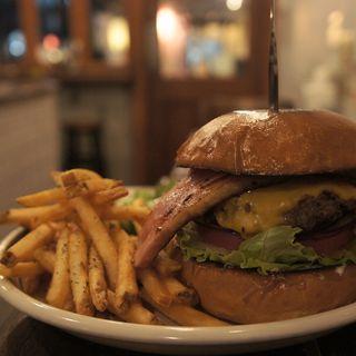 ベーコンチーズバーガー(MEIHOKU Burger)