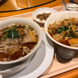 半麻婆豆腐かけごはんと半醤油ラーメン(上海大飯店 (シャンハイダイハンテン))