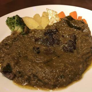 牛ステーキのグリーンカレーソース