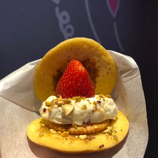 どら焼き いちごクリームチーズ(Triple x cafe)