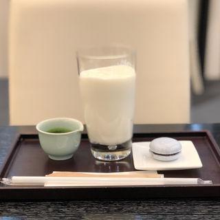 お濃茶添えバニラシェイク(鶴屋吉信 IRODORI (ツルヤヨシノブ))