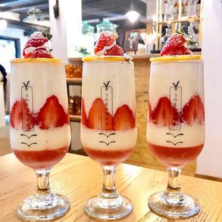 クリームブリュレの季節パフェ(うのまち珈琲店 奈良)