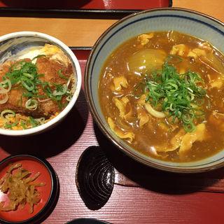 カツ丼とカレーうどんの定食(うどん増し)