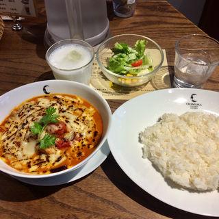 チキンとナスとトマトの焼きチーズカリー(チャントーヤ ココナッツカリー (CHANTOYA COCONUT CURRY))